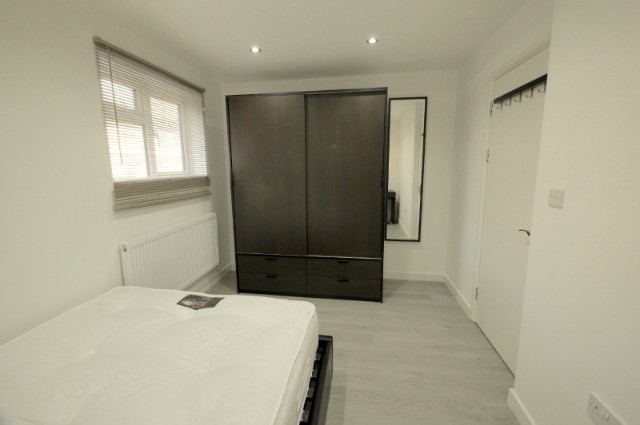 Image of room for rent in house share Plaistow E13 third photo