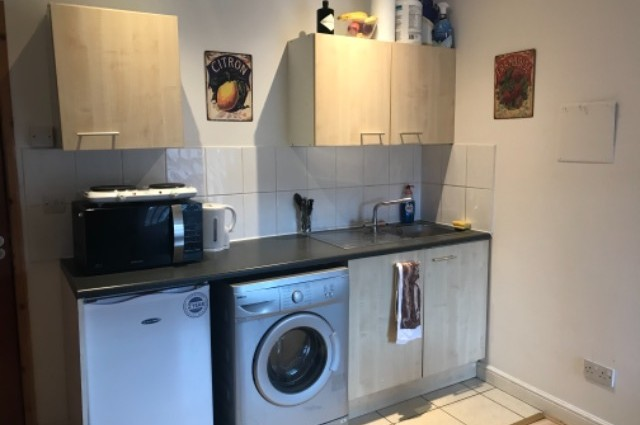 Image of studio for rent in Sale, Manchester South M21 second photo