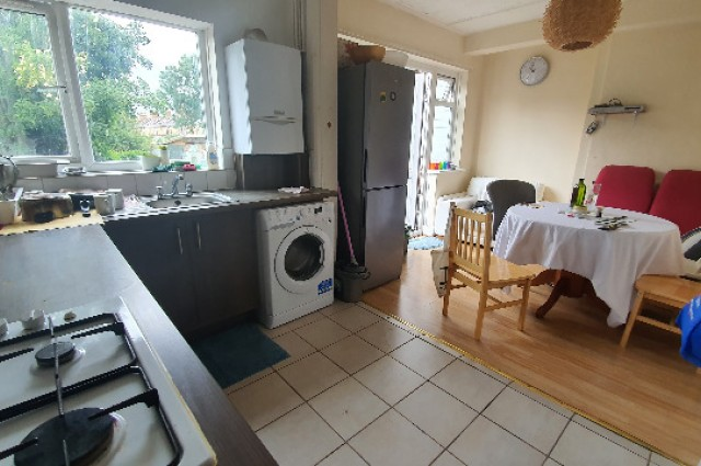 Image of room for rent in house share Wood Green N22 fifth photo