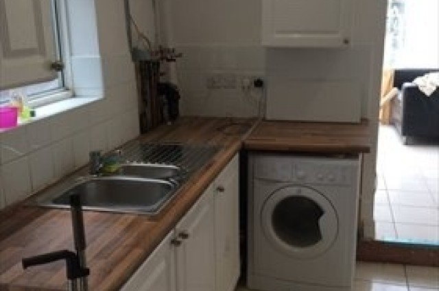 Image of room for rent in house share Southall, London UB2 second photo