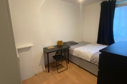 Image of room for rent in house share Poplar E14