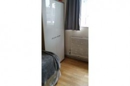 Image of room for rent in flatshare Southfields , London SW19