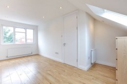 Image of room for rent in flatshare Brent Cross , London NW11