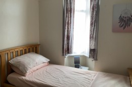 Image of room for rent in house share Palmers Green, London N13