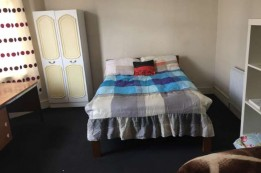 Image of room for rent in house share Wood Green N22