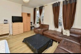 Image of room for rent in house share North Kensington, London W12