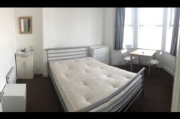 Image of room for rent in house share Hayes, London UB3