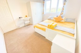 Image of room for rent in house share Irlam M44